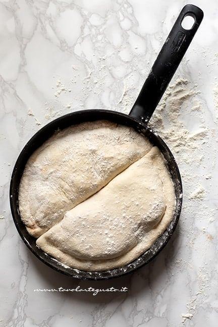 Come cuocere i calzoni in padella - Ricetta Calzoni in padella