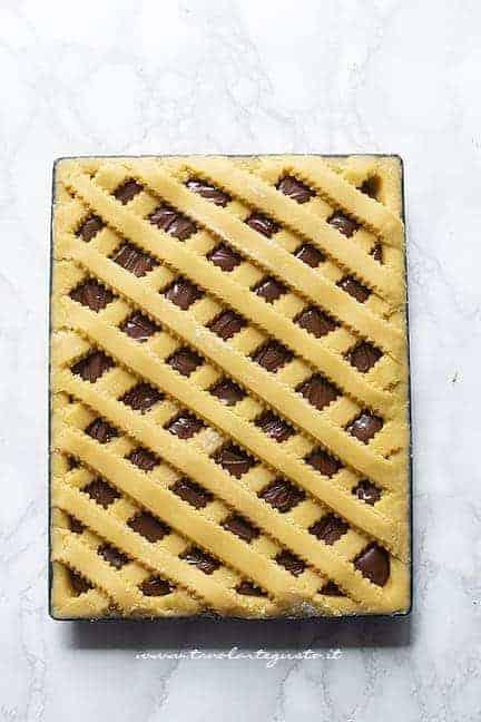 Griglia di pasta frolla completata - Ricetta Crostata alla nutella