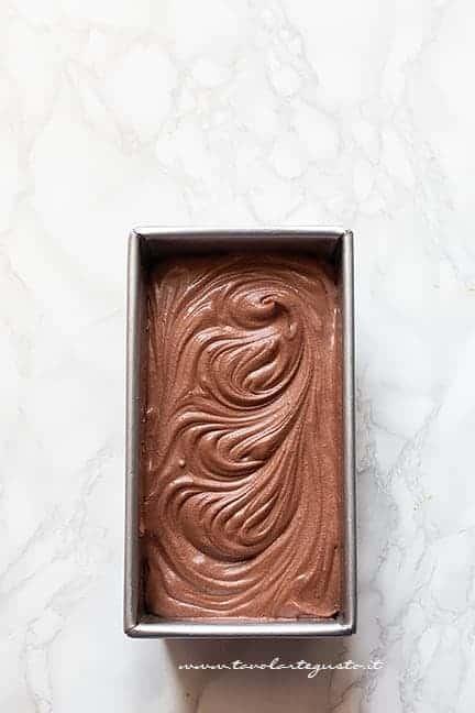 fare raffreddare il gelato in freezer - Ricetta Gelato al cioccolato