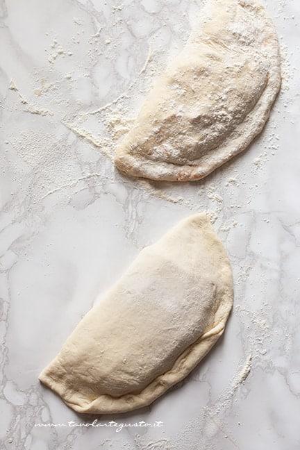 richiudere i calzoni - Ricetta Calzoni in padella