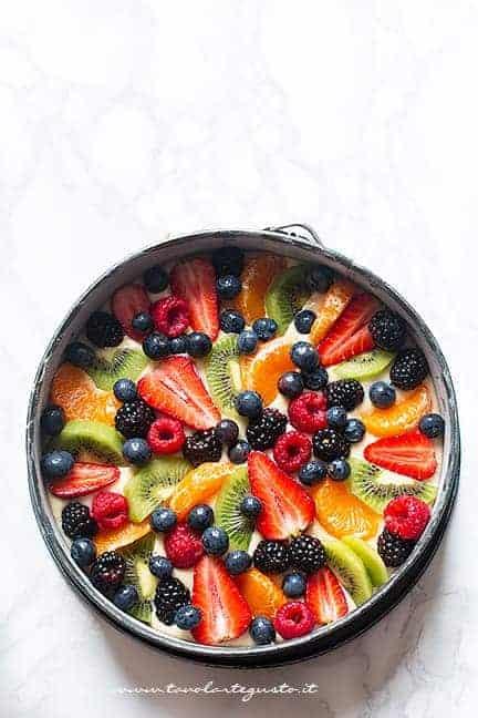 Torta morbida alla frutta pronta da infornare - Ricetta Torta alla frutta