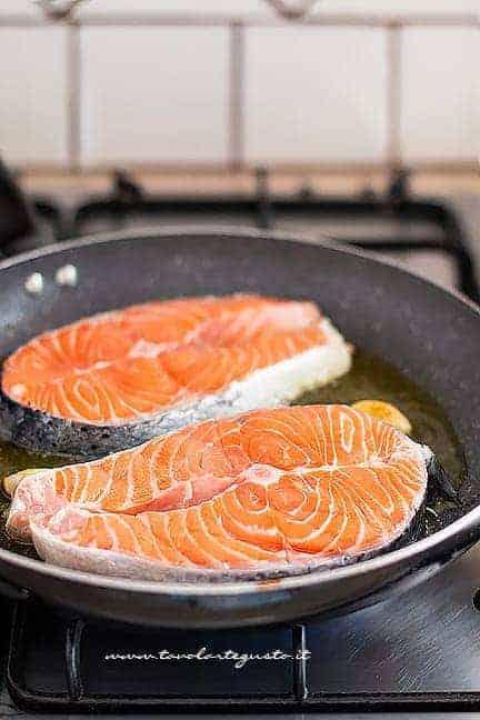 come cuocere i tranci di salmone - Ricetta Salmone in padella