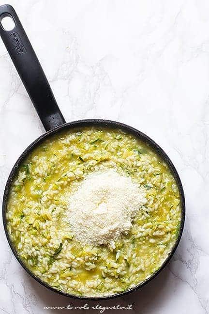 mantecare il risotto alle zucchine - Ricetta Risotto con zucchine