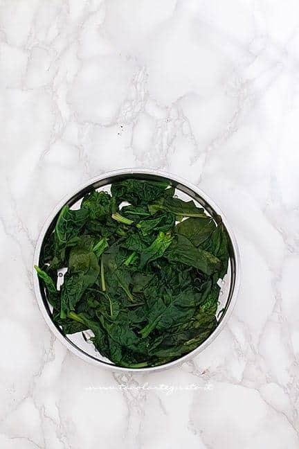 Cuocere gli spianci a vapore - Ricetta Torta 7 vasetti salata