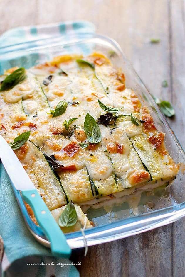 Parmigiana di zucchine bianca con zucchine crude - Ricetta Parmigiana di zucchine