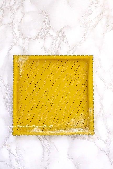 stendere la frolla nello stampo - Ricetta Crostata di pesche