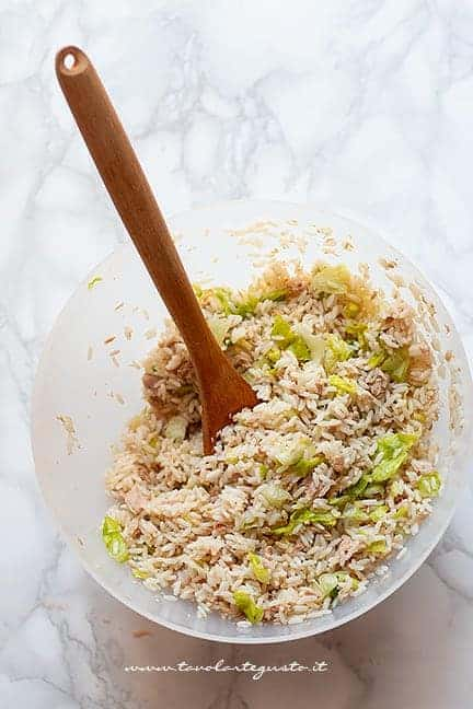 Condire insalata di riso - Ricetta insalata di riso classica