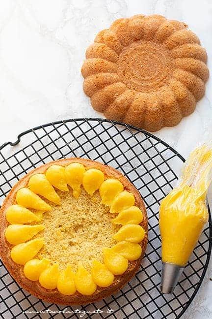 Farcire la torta soffice con crema al limone - Ricetta Torta al limone