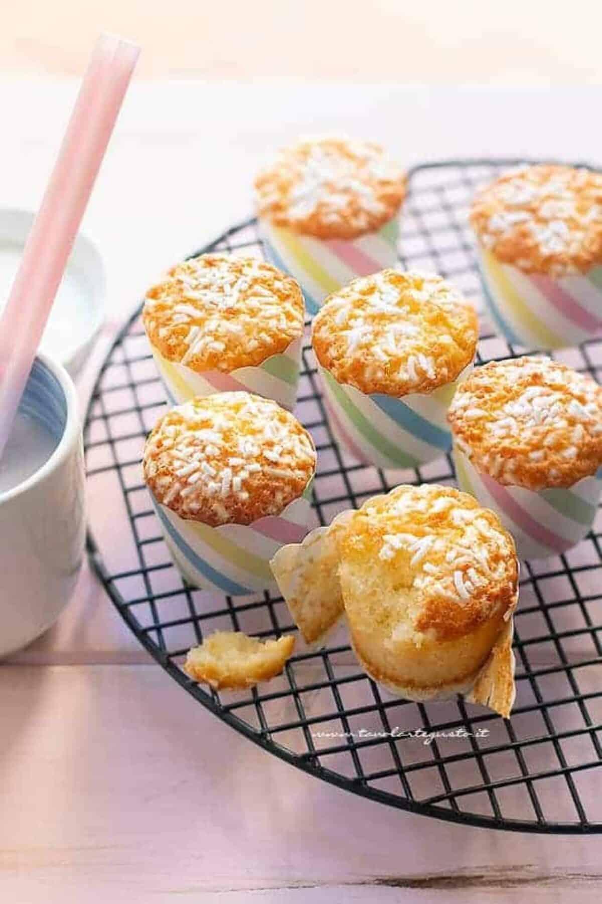 Ricetta Muffin Un Uovo.Muffin Allo Yogurt Sofficissimi E Senza Burro Ricetta Veloce