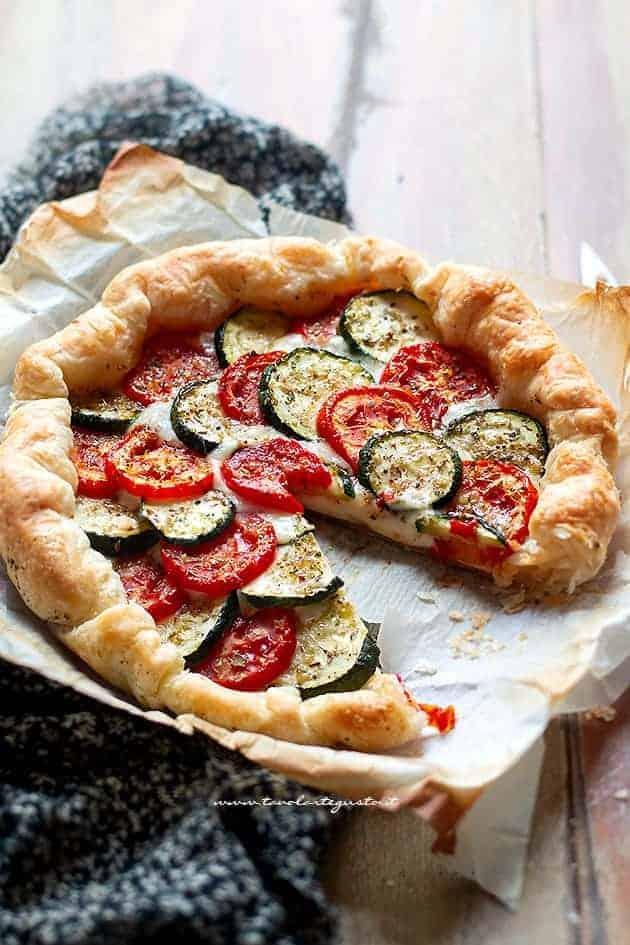 cuore filante di Torta salata zucchine e pomodori - Ricetta Torta salata con zucchine
