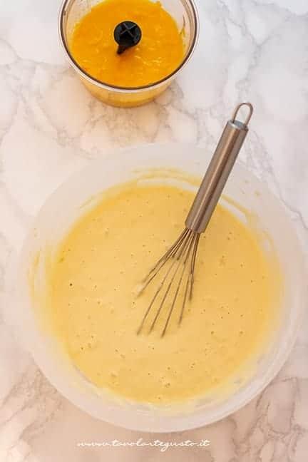 aggiungere la zucca frullata - Ricetta Torta di zucca vegan