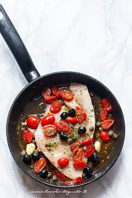 cuocere il pesce spada con i pomdorini - Ricetta Pesce spada in padella