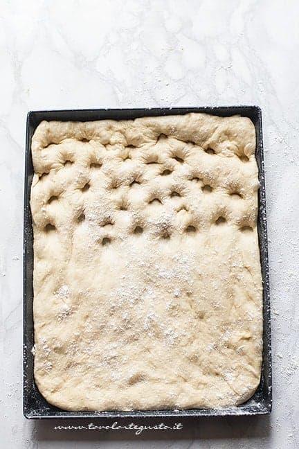 fare i buchi alla focaccia genovese - Ricetta Focaccia genovese