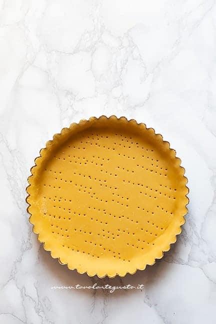 preparare il guscio di pasta frolla - Ricetta crostata ricotta e visciole