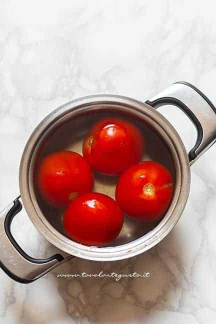 sbollentare i pomodori - Ricetta zuppa di pomodoro