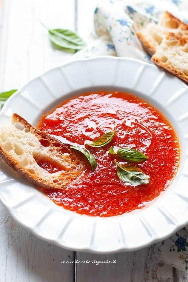 Zuppa di Pomodoro: Vellutata, Saporita e Light (ricetta in 15 Minuti)