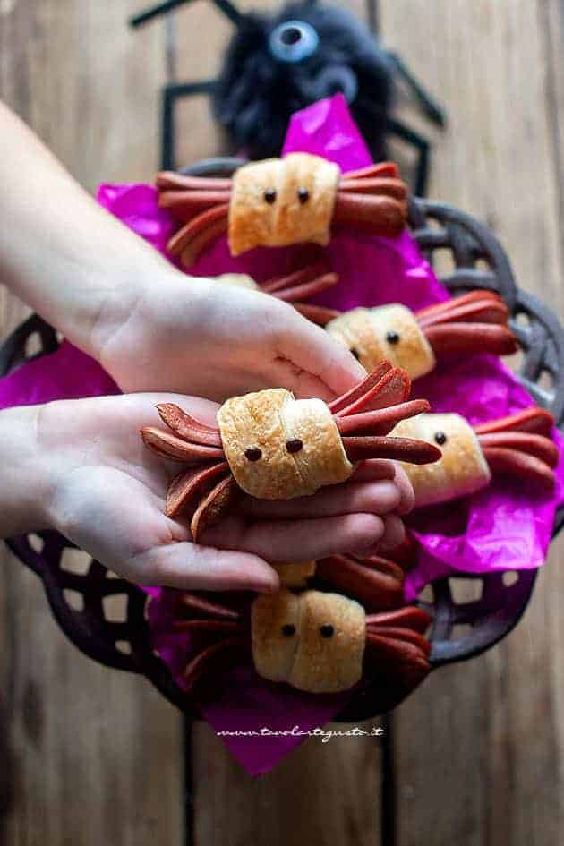 Wurstel Ragno: Finger Food Veloci per Halloween (2 Ingredienti)