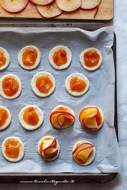 farcire le pizzette con le mele e marmellata - Pizzette alle mele