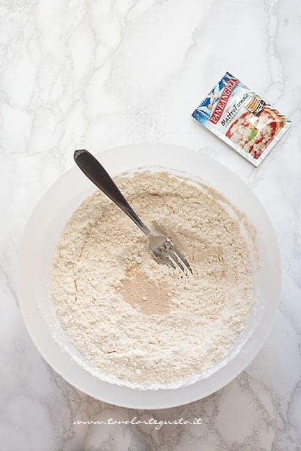 farina, lievito e zucchero - Ricetta pane fatto in casa