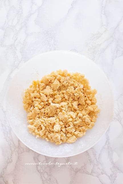 frolla sbriciolata alle mandorle -Ricetta Sbriciolata alle mele