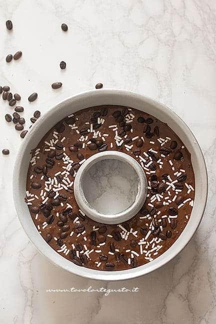 Come fare la ciambella al caffè - Ricetta Ciambellone al caffè