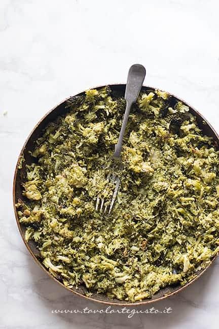 Schiacciare i broccoli in padella - Ricetta Mini gateau di patate
