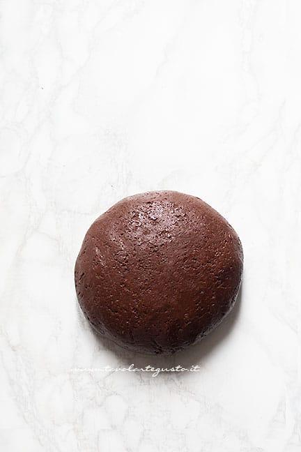 formare una palla - Pasta frolla vegana al cacao