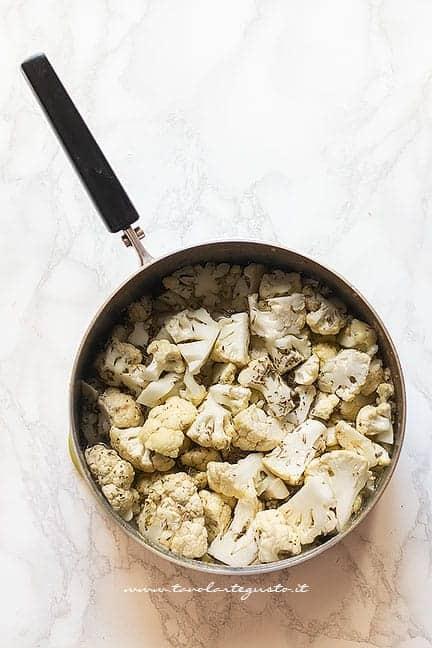 stufare il cavolfiore in pentola con spezie - Ricetta pasta e cavolfiore
