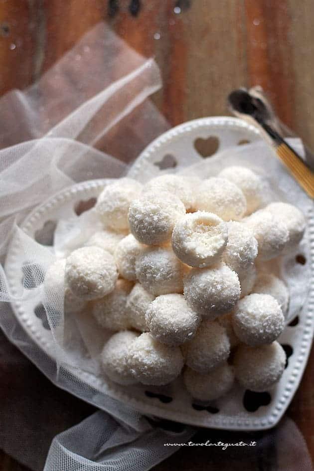 Palline al cocco - Ricetta palline al cocco