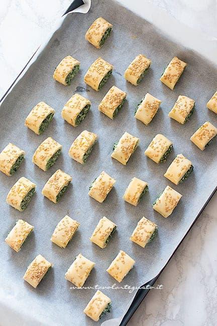 Rustici di pasta sfoglia pronti da cuocere - Ricetta Rustici di pasta sfoglia