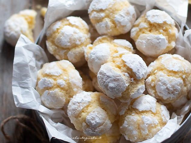 biscotti al limone morbidi e semplici - Ricetta Biscotti al limone-