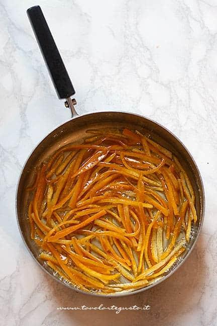 bucce di arancia carmellate - Ricetta Arance candite - Scorzette di arancia candite