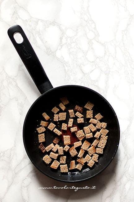 crostini per vellutata di cavolfiore - Ricetta Vellutata di Cavolfiore