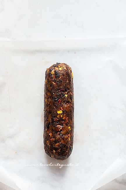 formare il salame -Ricetta Salame di frutta secca