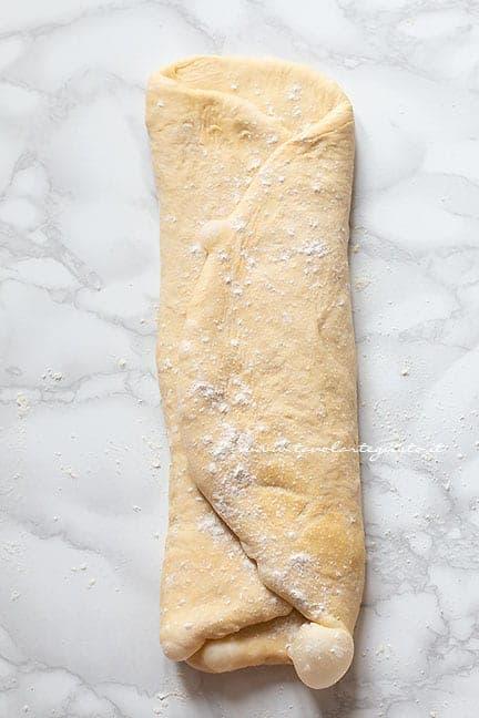 piegare l'impasto - Ricetta Panettone gastronomico