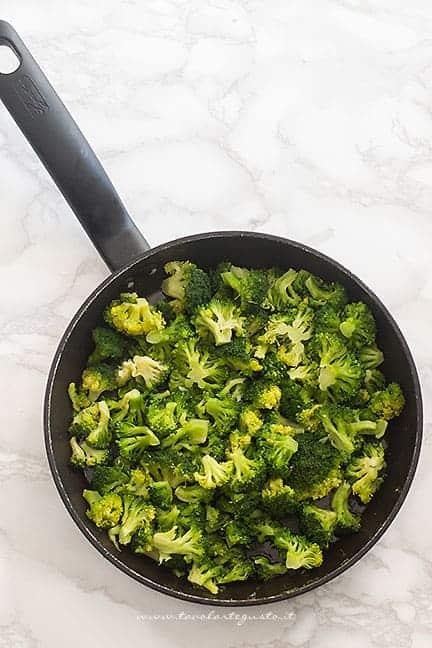 saltare in padella i broccoli - Ricetta Timballo di pasta
