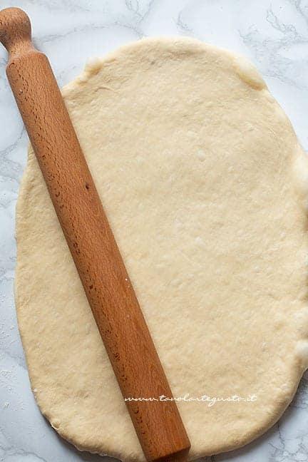 stendere l'impasto - Ricetta Panettone gastronomico