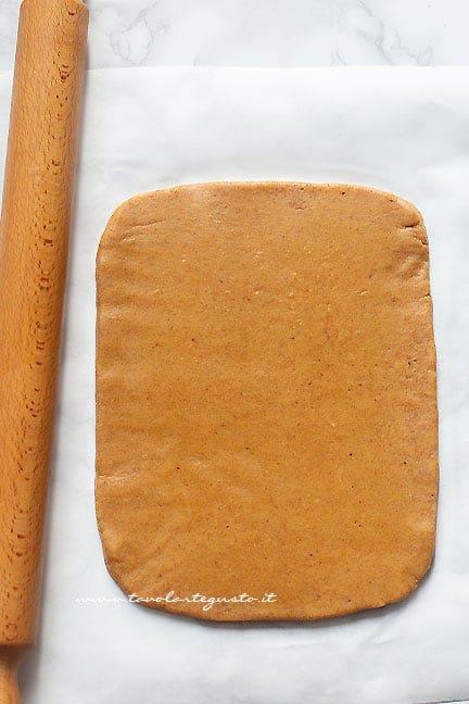 stendere l'impasto - Ricetta Rotolo di pandoro