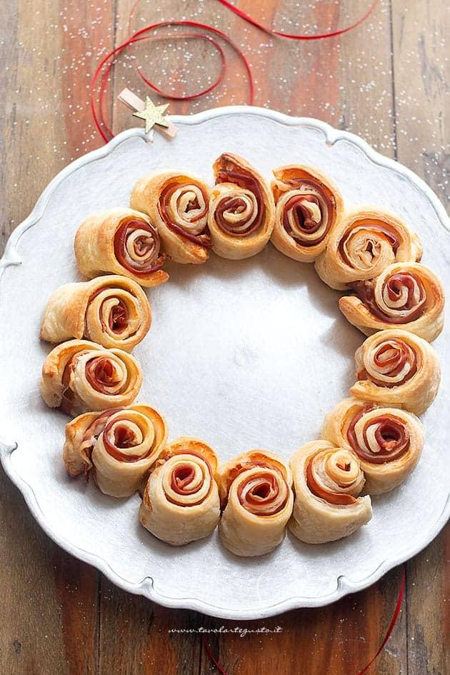 Ghirlanda di Pasta Sfoglia (centrotavola per Feste e Buffet) Ricetta Veloce