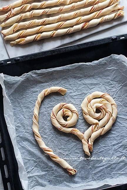 come fare il cuore di pasta sfoglia 1 - Ricetta Torta salata a forma di cuore