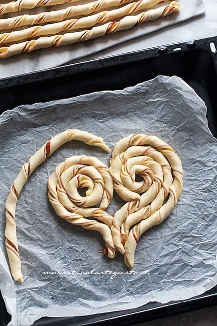 come fare il cuore di pasta sfoglia 2 - Ricetta Torta salata a forma di cuore