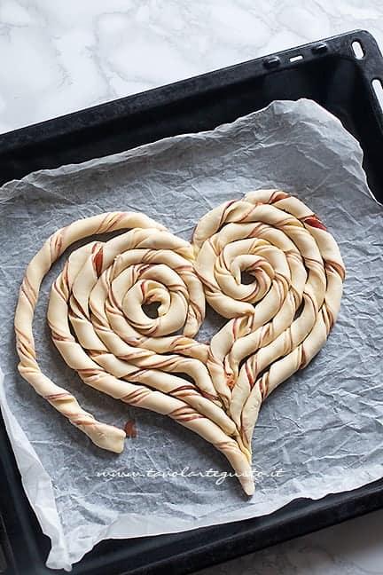 come fare il cuore di pasta sfoglia 3 - Ricetta Torta salata a forma di cuore
