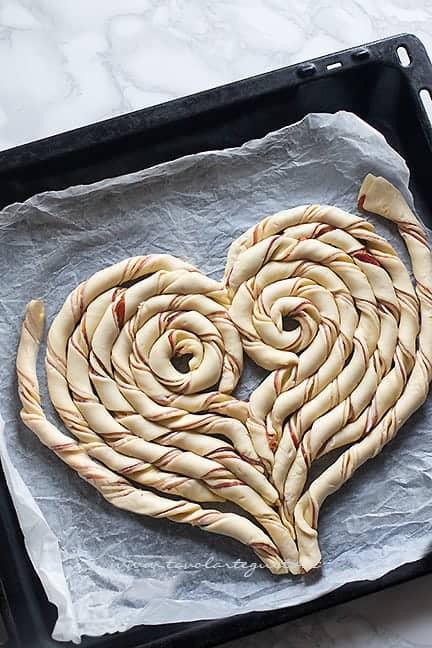 come fare il cuore di pasta sfoglia 4 - Ricetta Torta salata a forma di cuore