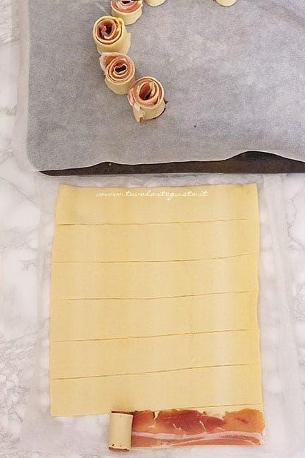 come fare le rose di pasta sfoglia - Ricetta ghirlanda di pasta sfoglia