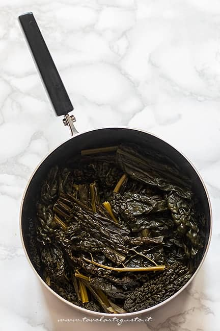 cuocere il cavolo nero con porri e cipolla - Ricetta Vellutata di cavolo nero