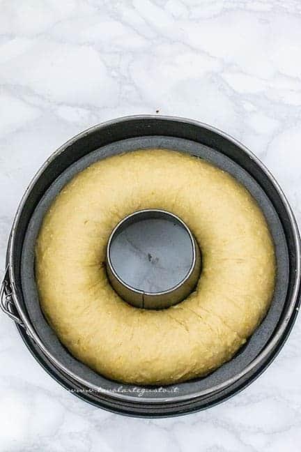 dare la forma di ciambella alla brioche -Ricetta Roscón de Reyes