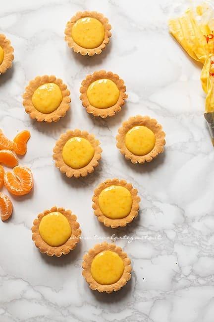 farcire i cestini con la crema all'arancia e spicchi di sgrumi - Ricetta Cestini agli agrumi