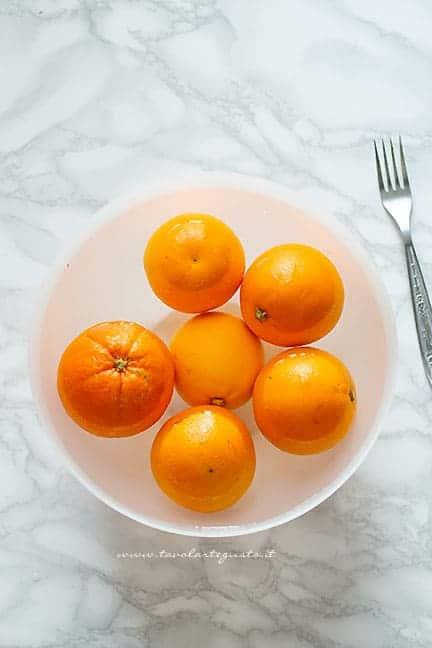 mettere in ammollo le arance - Ricetta Marmellata di arance