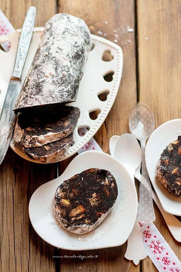 salame di panettone (salame di cioccolato e panettone) - Ricetta salame di panettone