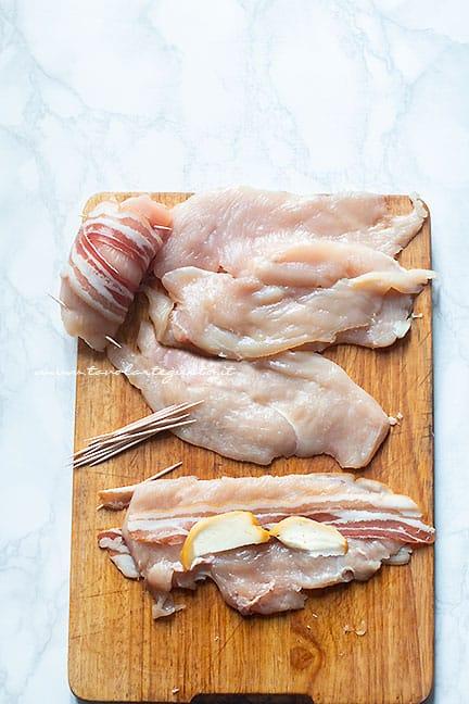 Involtini di petto di pollo con pancetta - Ricetta Involtini di pollo